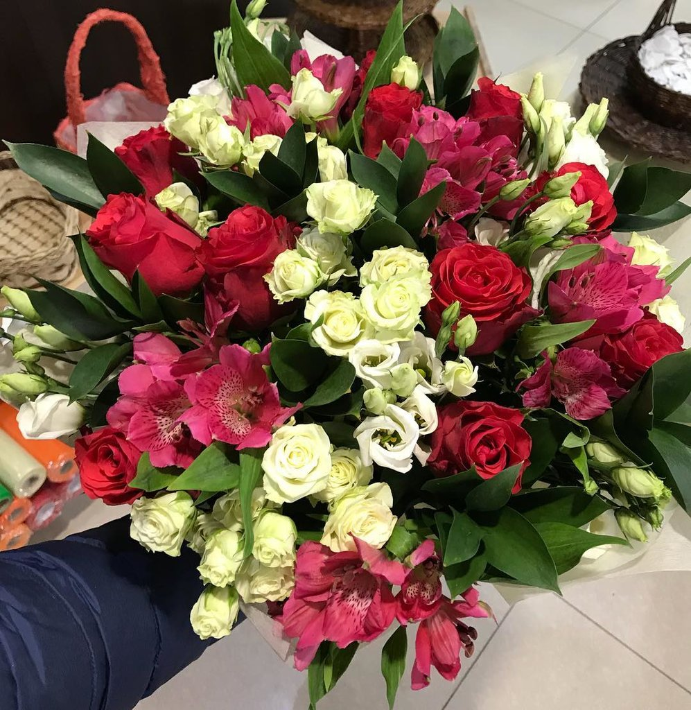 Заказать цветы оптом с доставкой в южно-сахалинск, невесты платью