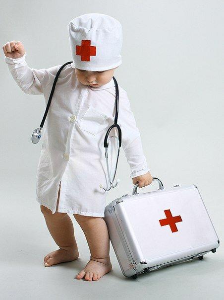 С днем медика рисунок детей