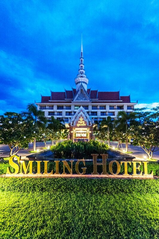 Smiling Deluxe Hotel