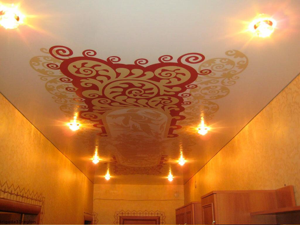 Натяжной потолок в прихожую с рисунком фото