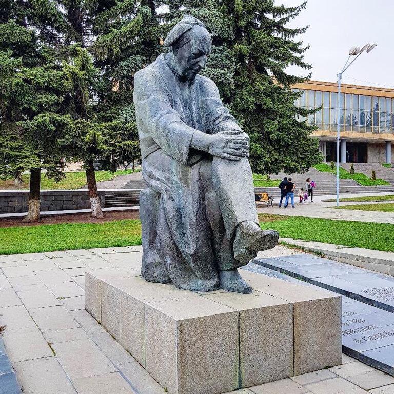 памятники армении фото основным источником