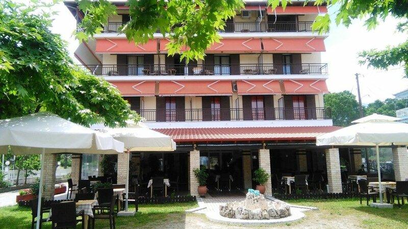 Отель Lefkes
