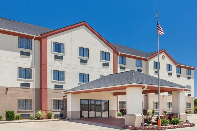 Days Inn & Suites by Wyndham McAlester