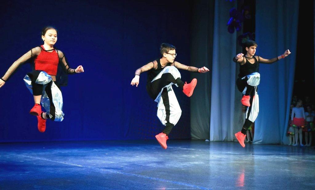 Фото танцоров клуба яблоко минск