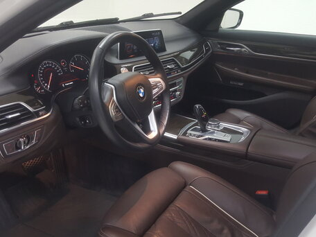 Купить BMW 7 серия пробег 71 720.00 км 2015 год выпуска