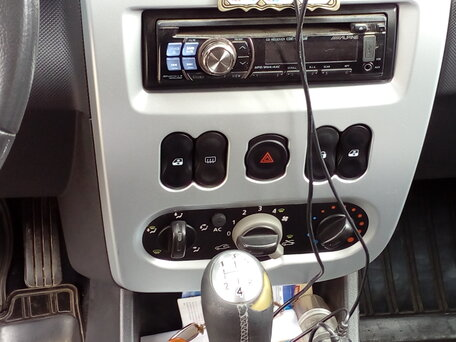 Купить Renault Sandero пробег 119 000.00 км 2011 год выпуска