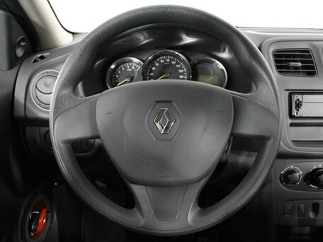 Купить Renault Logan пробег 34 907.00 км 2016 год выпуска
