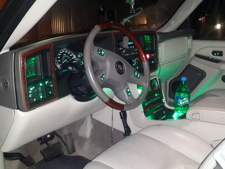 Купить Cadillac Escalade пробег 202 000.00 км 2004 год выпуска