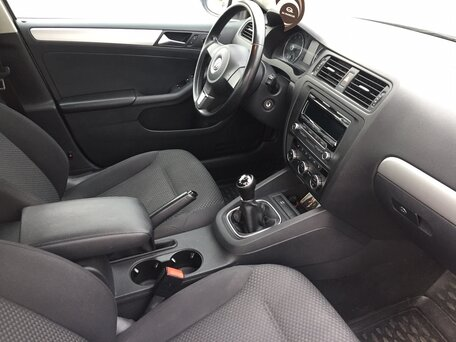 Купить Volkswagen Jetta пробег 104 500.00 км 2013 год выпуска