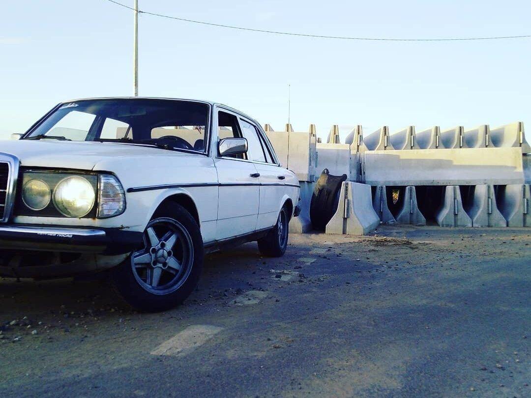 Смотрите, какая машина: Mercedes-Benz W123 1975-1985 230 1982 года за 120000 рублей на Авто.ру!