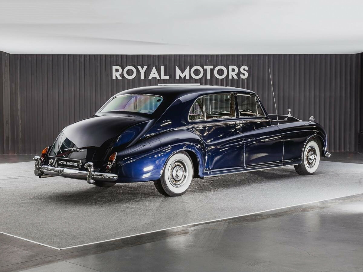 1965 Rolls-Royce Phantom  V, синий - вид 3