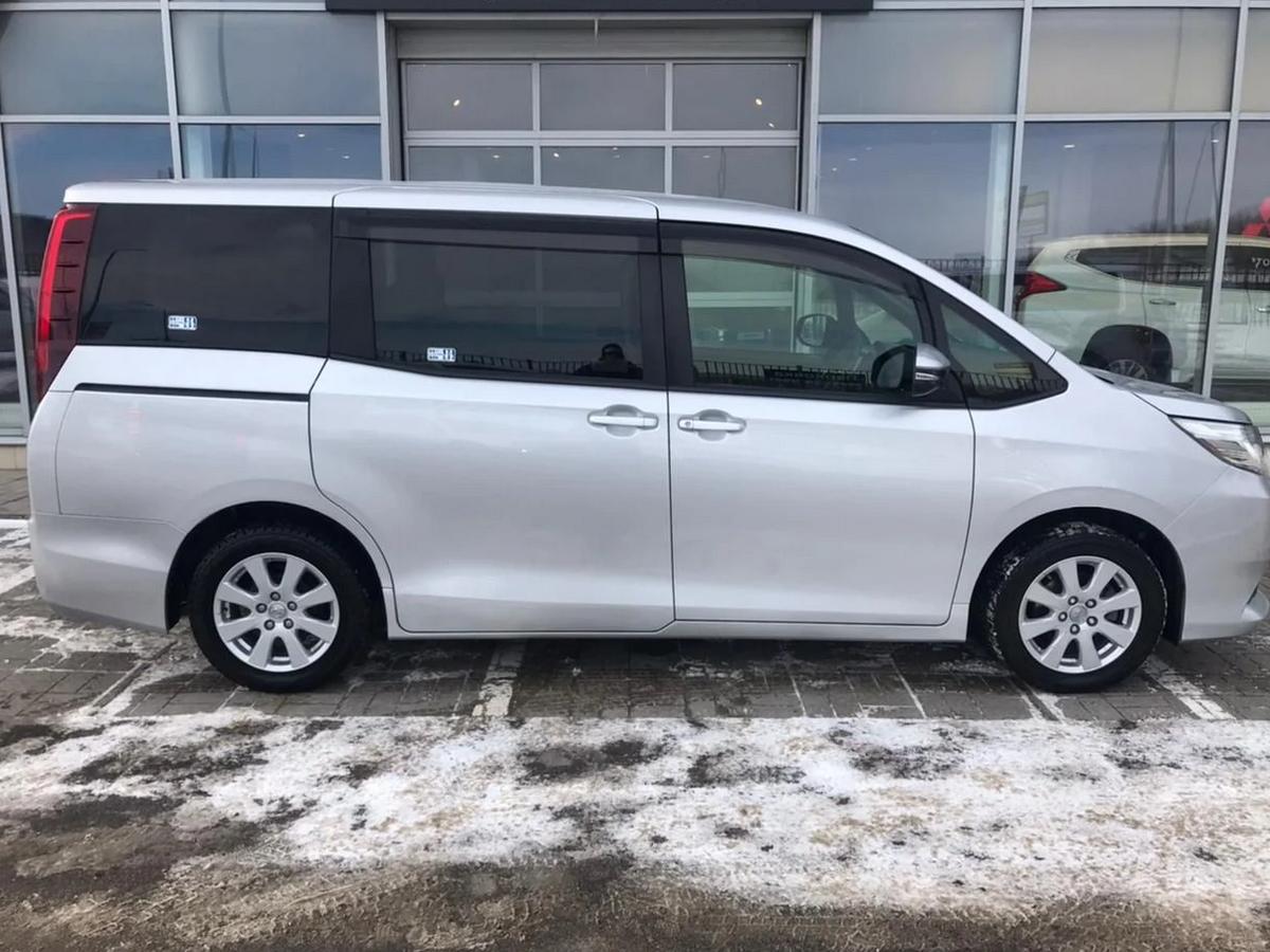 Toyota | Noah, I (R60)