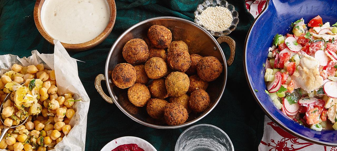 «Отшакшуки досамбусиков: где пробовать израильскую кухню вМоскве?» фото материала