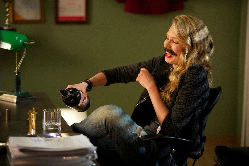 Катя дает на кухне в попу 5 фотография