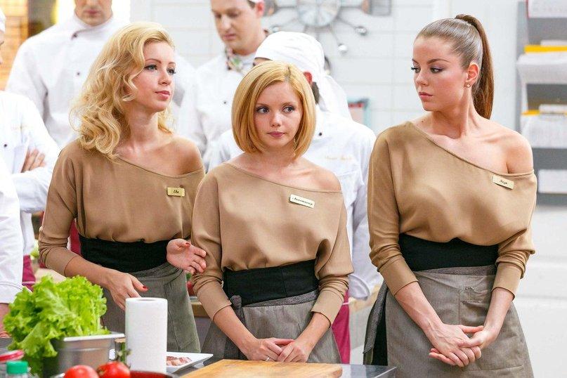 Катя дает на кухне в попу 4 фотография
