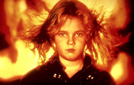 Девушка извергающая огонь