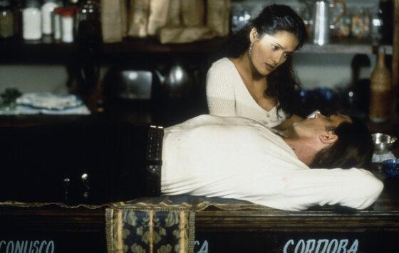 Секс Сцена С Энджел Авилес – Отчаянный (1995)
