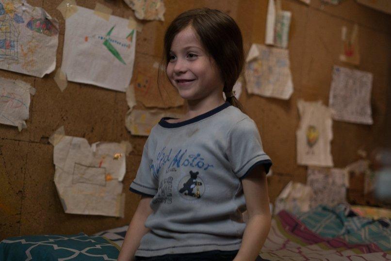 Девушка уединилась в комнате фото 189-445