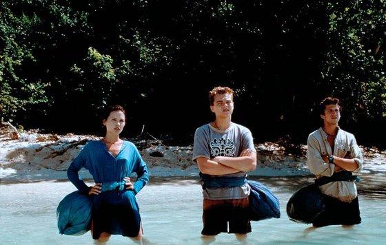 Эротическая Сцена С Виржини Ледуайен В Воде – Пляж (2000)