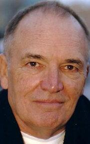 Том Бауэр