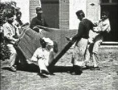 Прыжок на брезент (1895)