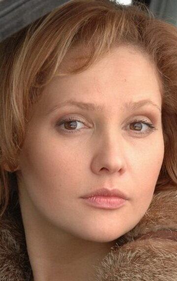 Валерия Арланова В Купальнике – Удиви Меня (2012)