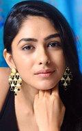 Фотография актера Мрунал Тхакур