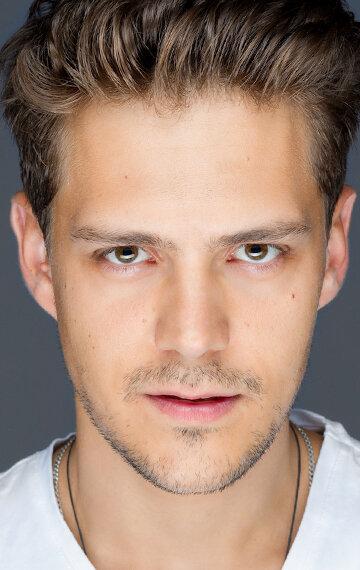 Милош Бикович