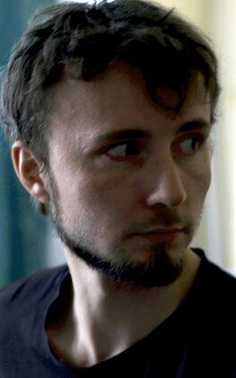 Дмитрий кокорин девушка ищет работу астана