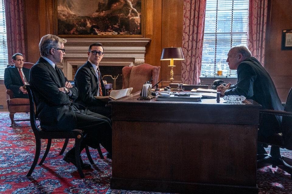 """Рецензия на фильм """"Суд над чикагской семеркой""""  2020"""