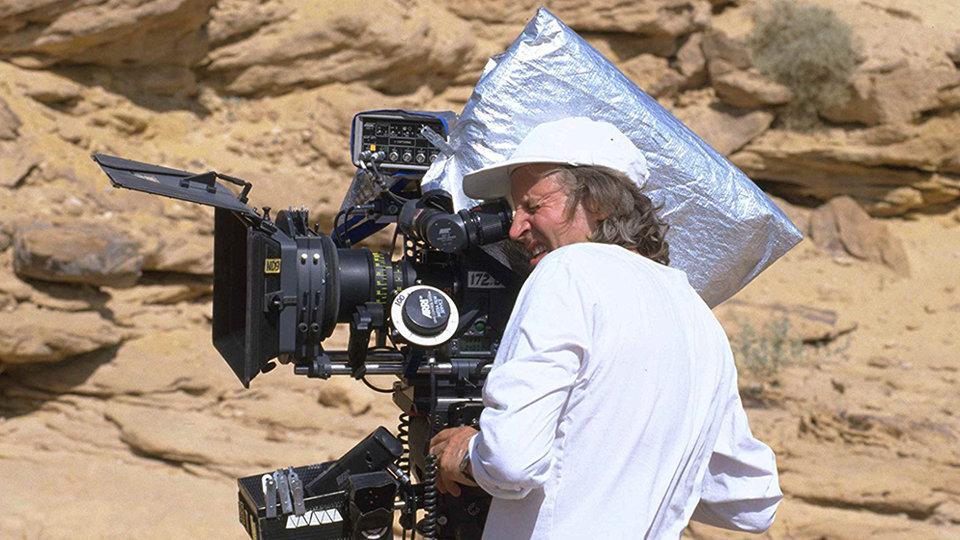 Роджер Кристиан на съемках фильма «Звездные войны: Эпизод 1 – Скрытая угроза»