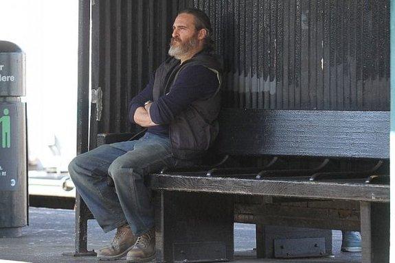 Хоакин Феникс на съемках фильма «Тыникогда здесь небыл»