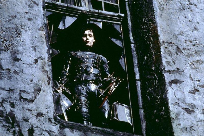 «Эдвард Руки-ножницы» — сэтого фильма началось сотрудничество Этвуд иБёртона