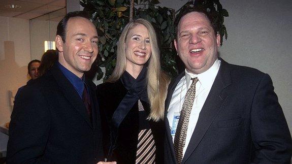 Кевин Спейси, Лора Дерн и Харви Вайнштейн в 1996 году / Фото: Getty Images