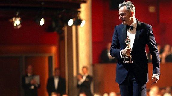 Дэниэл Дэй-Льюис с«Оскаром» зароль Линкольна / Фото: Getty Images