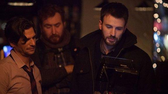 Крис Эванс на съемках своего режиссерского дебюта