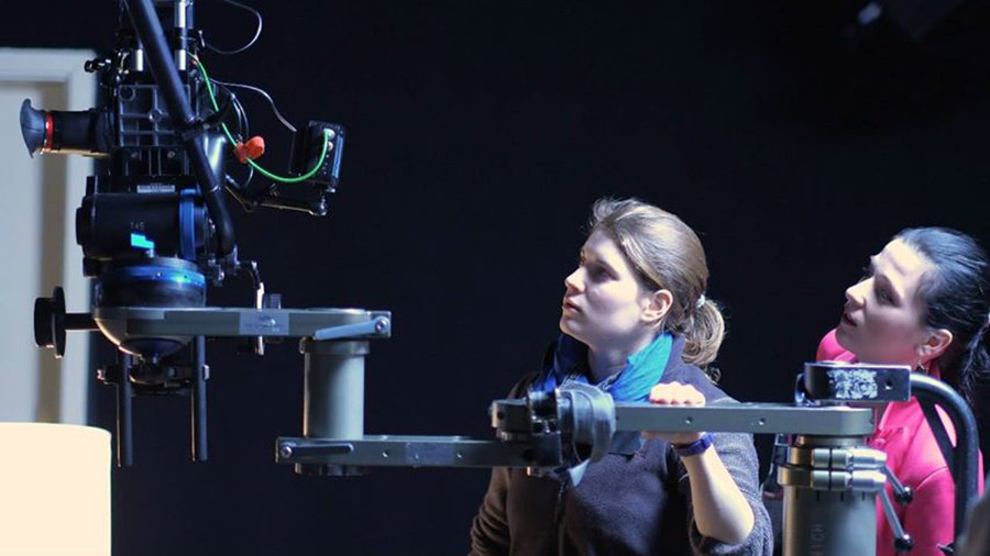 Аня Крайс (справа) на съемочной площадке