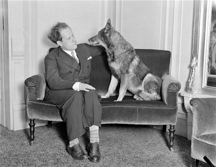 Сергей Эйзенштейн с собакой Рин Тин Тин