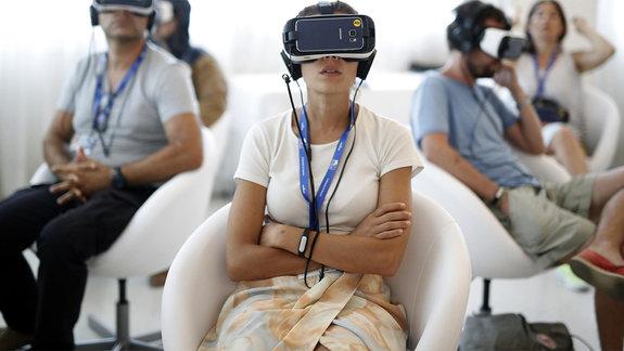Время VR: Виртуальные проститутки и волшебные грибы борются за признание