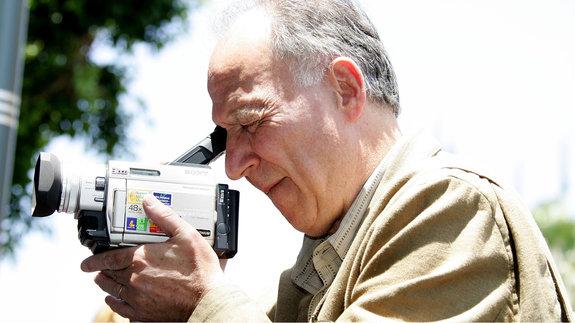 Кинорежиссер Вернер Херцог и его видеокамера / Фото: Getty Images