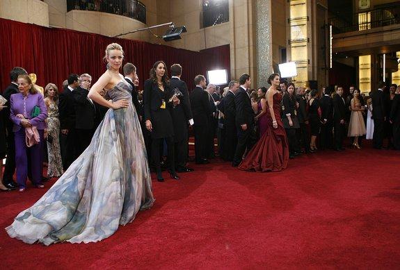 Рэйчел МакАдамс в «наступательном» платье на церемонии вручения «Оскара» в 2010 году