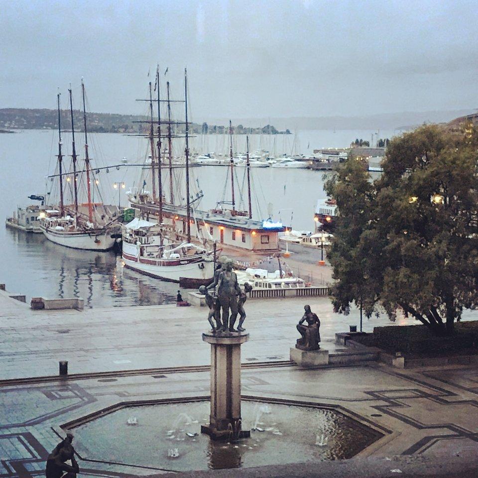 Вид из банкетного зала ратуши Осло / Фото: КиноПоиск