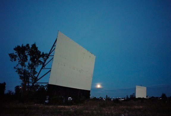 Drive-in at night, Montréal, Canada / Фото: 1995-2015.undo.net2