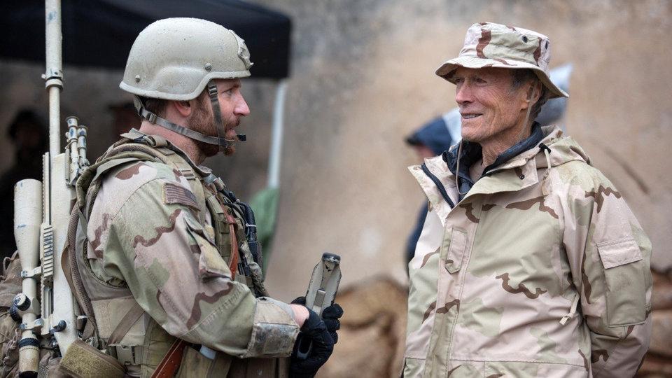 Брэдли Купер и Клинт Иствуд на съемках фильма «Американский снайпер»