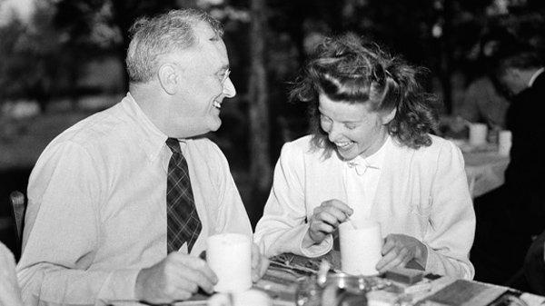 Президент США Франклин Рузвельт и актриса Кэтрин Хепберн