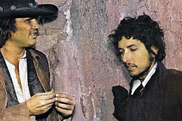 Боб Дилан (справа) в фильме «Пэт Гэрретт иБилли Кид»