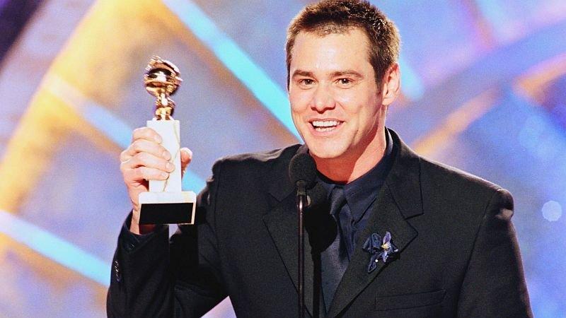 Джим Керри получает «Золотой глобус» за«Шоу Трумана»/ Фото: Getty Images