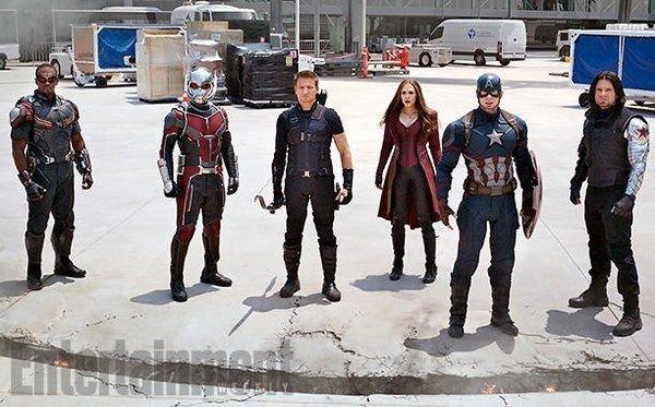 Примерно так и стояли герои на фоне хромакея