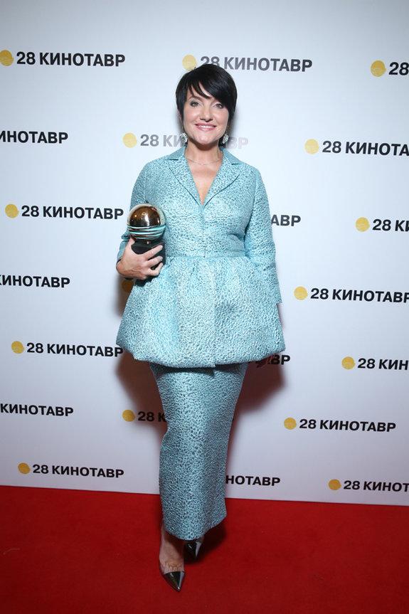 Победительница в номинации «Лучшая женская роль» за фильм «Жги» актриса Инга Оболдина / Пресс-служба фестиваля «Кинотавр»