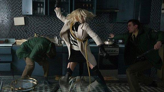 Появился фрагмент фильма «Взрывная блондинка»